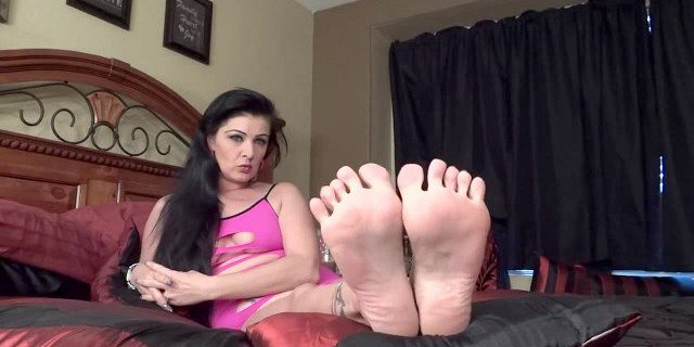 Sexy MILF in pink teases you with her soles