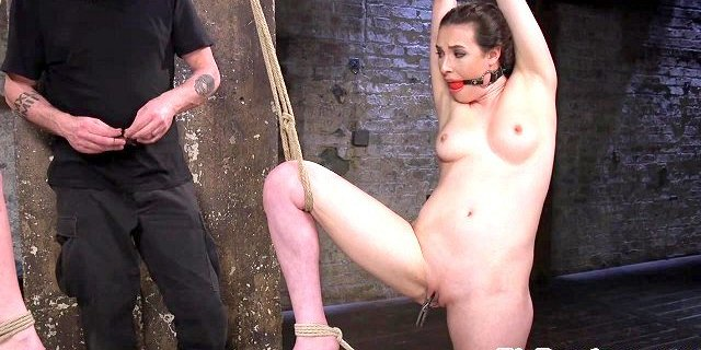 Maledom pegs subs pussy before oral sex trio
