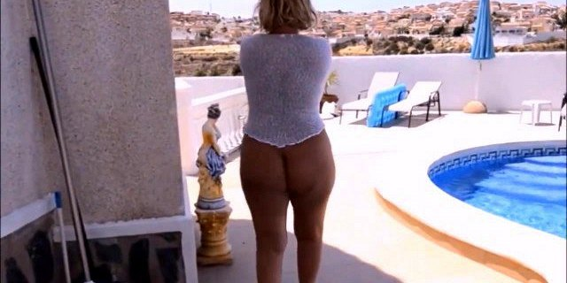 Mature with a naked bare ass walks on vacation.