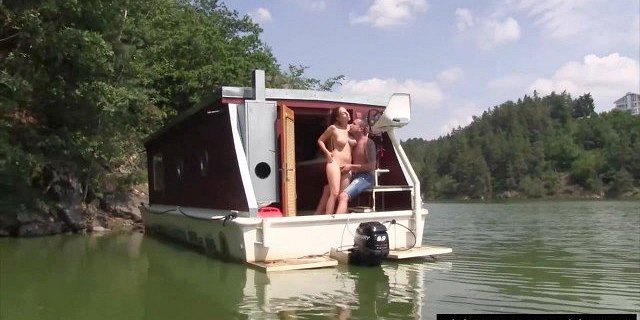 Teen chicks gets fucked and jizzed outdoors