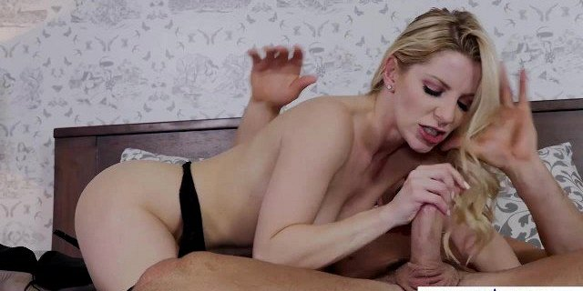 Hot porn star begs for a celebrity creampie! Naughty America