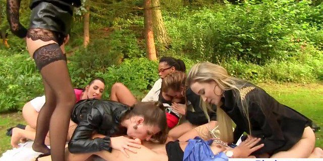Glamorous piss lesbians pussylicking in group