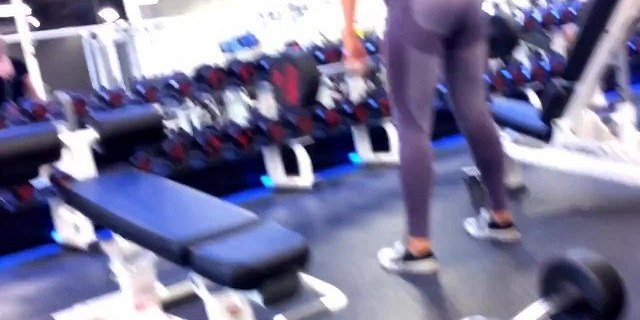 Gym Babe with amazing body doing her workout
