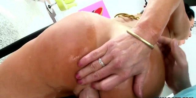 Ultra wide anal gaping with Veronica Avluv
