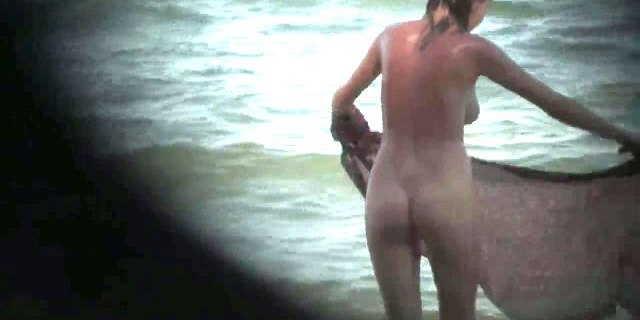 AMATEUR NUDE GIRLS IN BEACH SHOWING PUSSY NIPPLE 9