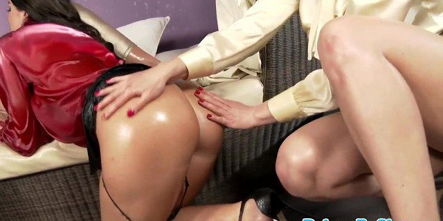 Busty oiled lesbians in pussylicking threeway