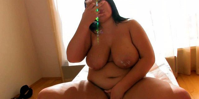 young chubby brunette solo