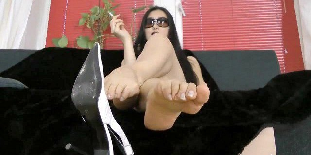 Asian Feet Fresh out of Shoes