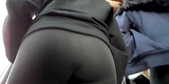 BootyCruise: Chinese Babe Double Up-Ass