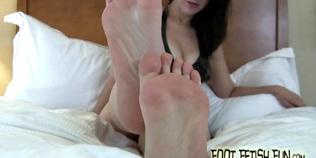 I need you to worship my pretty little feet