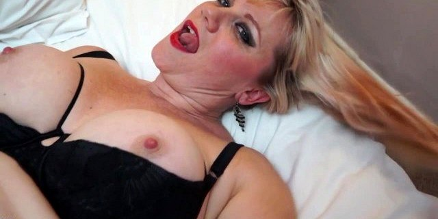 Busty natural mom with hairy thirsty cunt