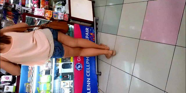 Teen girl with short shorts candid