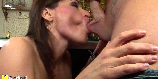 Mature slut loves to get a cum dripping pussy