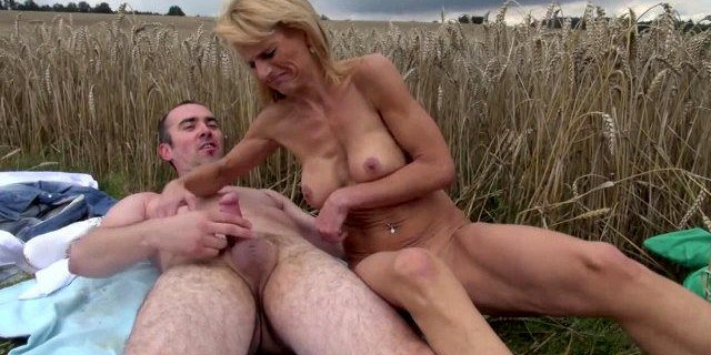 Blonde sexy skinny mature fucked outdoor