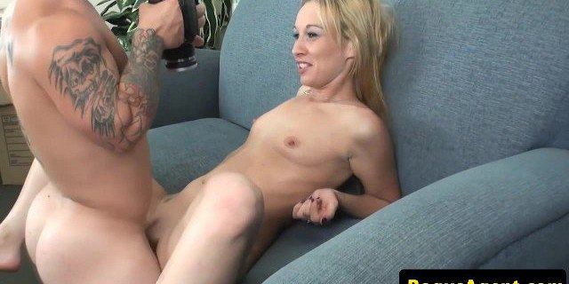 Real casting babe blows midget agent