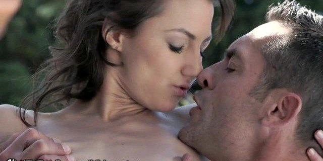 21Naturals Couple has HOT Fun in the Sun