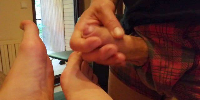 Wanking and cumshot on her feet close up