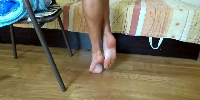 Sexy soles and highly arched feet