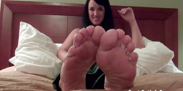 Suck and worship my gorgeous feet