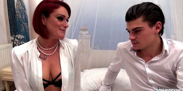 LaCochonne - Anal slut ends up swallowing cum (French)