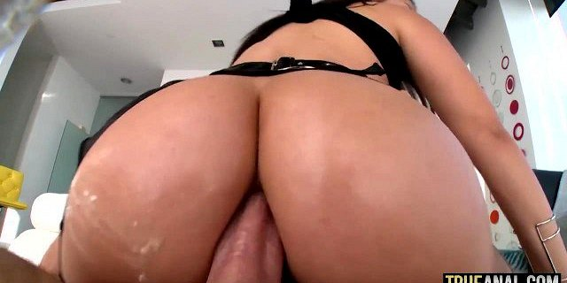 TRUE ANAL Valentina Nappi Opens Her Ass To Get Gaped
