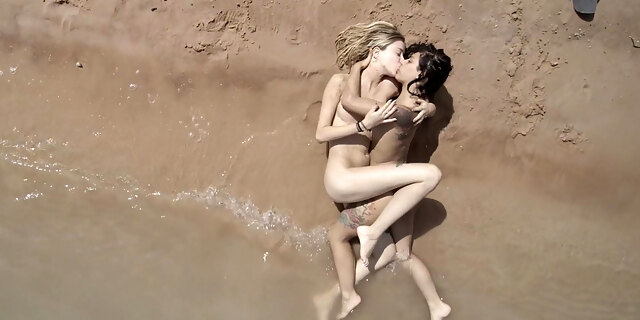 Lezzies in the sand