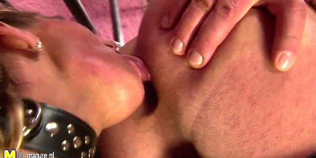 Mature mother gets pussy filled with young cum