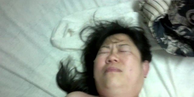 Asian mature lady shaved puss fuck squirt then anal