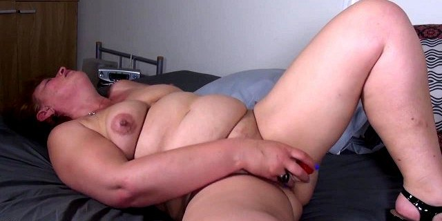 Mature mother with big ass and thirsty pussy