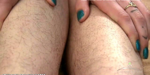 Aislynn shows her muff and rubs her clit.