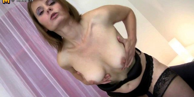 Mature mom-next-door with hairy hungry vagina
