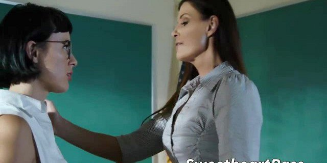 MILF India Summer teaches Olive Glass what is lesbian anal