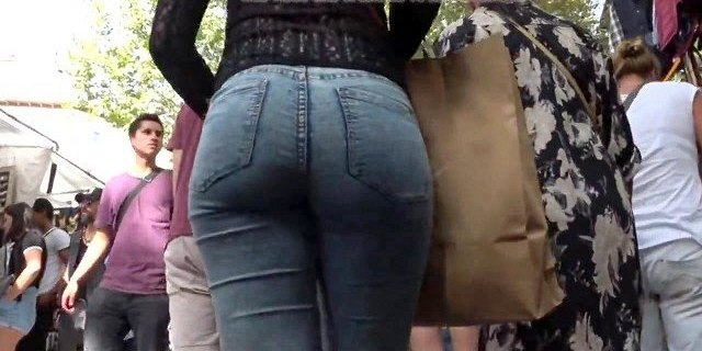 Sexy candid ass Spanish in jeans
