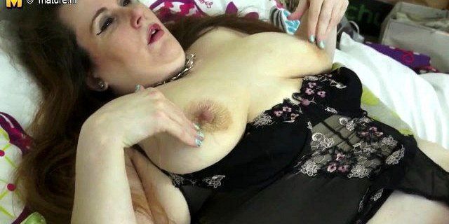 British Mature BBW mother with shaved pussy