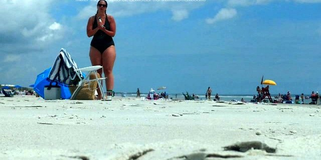 Big thick doughy thighs at the beach PAWG MILF HIPS