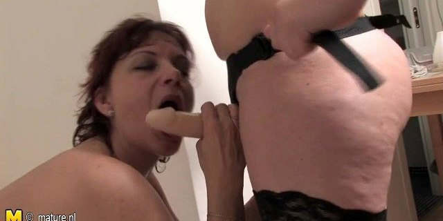 Old lesbian mom fucked by young girl with strapon