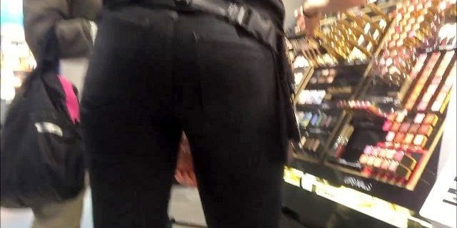 Sexy blonde ass in tight jeans