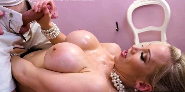 Cute Rebecca Moore has a massage with happy ending